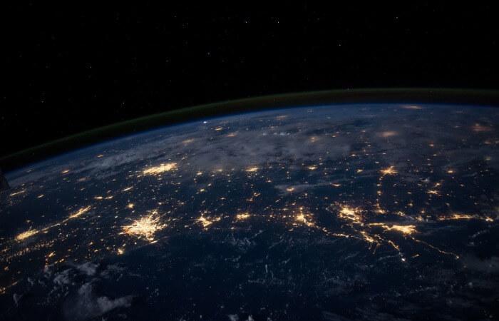 Космический аппарат для сбора и утилизации мусора на орбите Земли