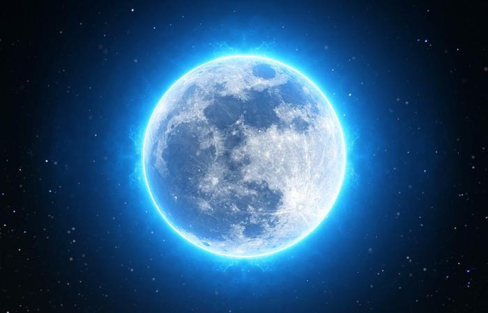 луна в космосе